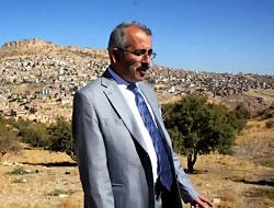 Mardin Valisi'nden sürpriz kimlik çıkışı