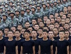 Çin ordusu kapılarını basına açtı