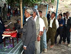 Kuran'a el basıp yemin ettiler