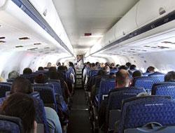 Uçakta sigara içen yolcuya bakın ne yaptılar