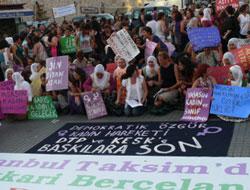 Kadınlar Taksim'de Barış İçin Sabahladı