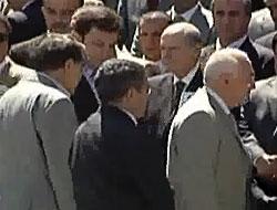 Siyasetteki gerilim cenazeye yansıdı