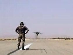 Başının 2 cm üzerinden F16 geçen adam! Video