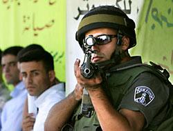 İsrail askerleri TV kanalını bastı
