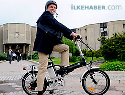 BDP'li vekil meclise bisikletle gidiyor
