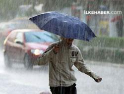 Sağanak yağış İstanbul'da hayatı felç etti