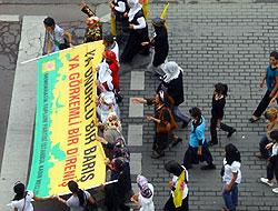 Kadıköy'de barış mitingi başladı