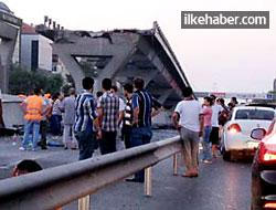 Avcılar'da metrobüs köprüsü çöktü