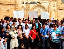 Kürtçe öğretmen adayları YÖK'ü protesto etti