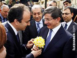 Davutoğlu, Diyarbakır Belediyesi'ni ziyaret etti