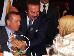 AKP iftarına sanatçı akını
