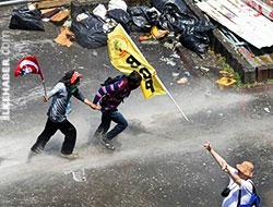 Taksim'den 'olağandışı' bir kare: Bir BDP'li, bir Kemalist, bir Ülkücü...