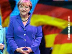 Almanya'da Merkel zaferi!