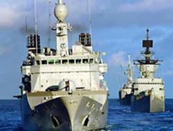 Türk askeri Aden'de iki gemiyi kurtardı