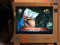 Tamil liderinin cesedini ekranda  teşhir ettiler
