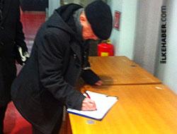 İsmail Beşikçi 'Öcalan'a özgürlük' için imza attı