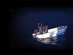 Korsanlar yanlışlıkla savaş gemisine saldırdı