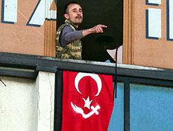 AKP Kartal ilçe binasını basan silahlı kişi gözaltına alındı