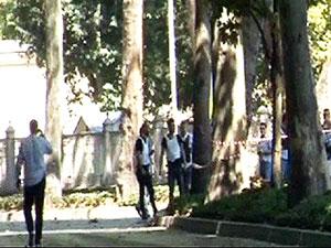 Dolmabahçe Sarayı girişinde polise saldırı