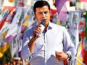 Demirtaş: AKP'nin atadığı vali, vekilleri şehre sokmuyor, Kürtler özerklik ilan etmesin de ne yapsın?