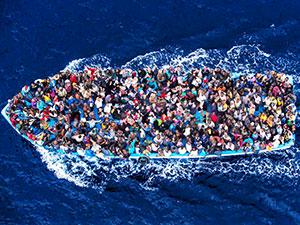 Akdeniz'de yüzlerce mülteci kurtarıldı