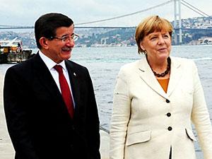 Merkel: Kürtlerle yeniden barışma gündeme gelmeli