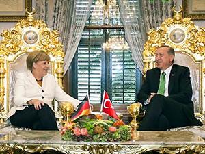 Merkel'in İstanbul gezisi İngiliz basınında