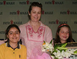 Sedat'ın eşi yılın annesi seçildi