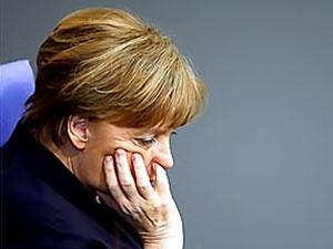 Almanların 3'te 2'si Merkel'i istemiyor