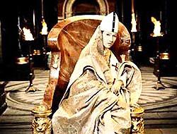 Vatikan'a kadın Papa!