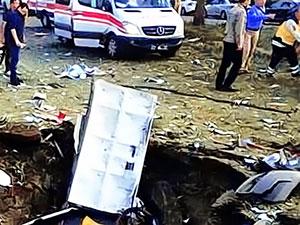 Diyarbakır'da şiddetli patlama 3 kişi hayatını kaybetti