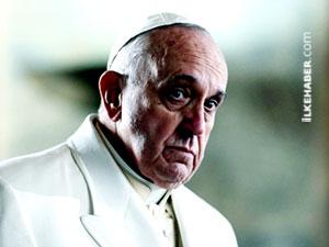Papa 25 dakika boyunca asansörde mahsur kaldı