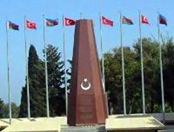 Bakü'deki bayrak krizi çözüldü