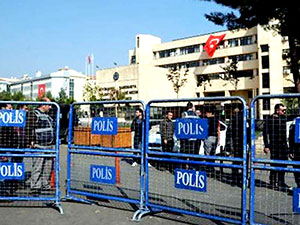 Diyarbakır Belediyesi'ne atanan kayyum göreve başladı
