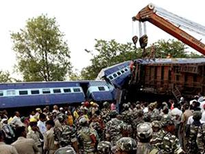 Hindistan'da tren faciası: 96 kişi hayatını kaybetti