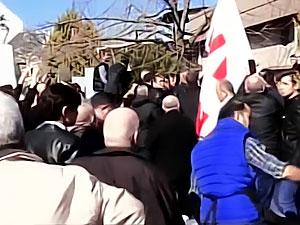 Meral Akşener'in konferasına saldırı