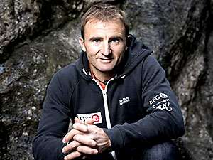 Everest'te rekor deneyen dağcı hayatını kaybetti