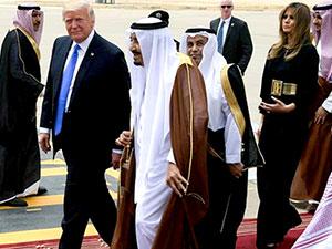 Trump'tan ilk ziyaret Suudi Arabistan'a: Kral Selman kapıda karşıladı