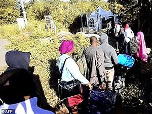 Kanada mülteciler için sınırda çadır kent kurdu