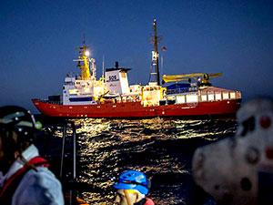 Yüzlerce sığınmacı Akdeniz'in ortasında kaldı