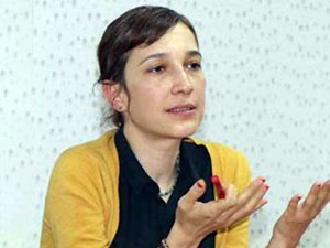 Gözaltına alınan Nuriye Gülmen serbest bırakıldı