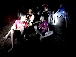 Tayland'da mutlu son: 12 çocuk ve antrenör kurtarıldı