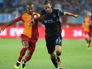 Trabzonspor, Galatasaray'ı 4 golle geçti
