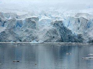 Antarktika'da dev buzul parçası koptu