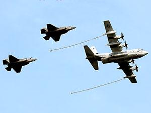 İki ABD askeri uçağı havada çarpıştı