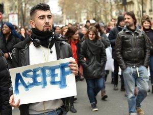 Fransa'da lise öğrencileri yeniden sokaklarda