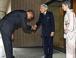 Obama, Japon İmparator'un önünde eğildi