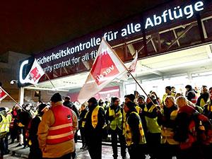 Almanya'da 3 havalimanında uyarı grevi