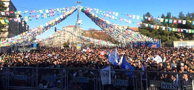 Diyarbakır'da Leyla Güven için binler bir araya geldi