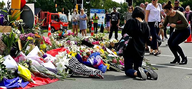 Yeni Zelanda katliamının yasını tutuyor